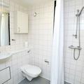 Castle Mill studio bathroom