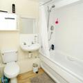 Summertown House North Block 1-bed  bathroom